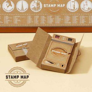 Ajándék utazóknak, bélyegzős útikönyv, bélyegzős térkép