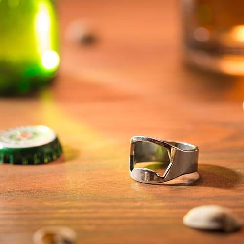 Sörnyitó gyűrű, ajándék férfiaknak
