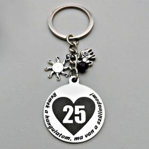 Gravírozott szülinapi ajándék kulcstartó, ajándék 25. születésnapra
