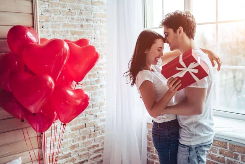 Csempéssz a párkapcsolatodba lendületet apró meglepetésekkel