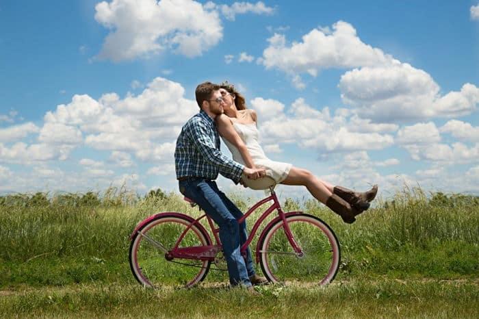 bicikliző pár