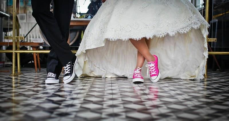 tornacipős esküvői pár