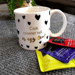 Ajándék teázóknak - kerámia anyagú ízléses külsejű bögre