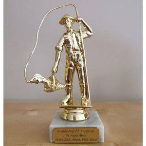Horgász szobor gravírozással, ajándék horgásznak