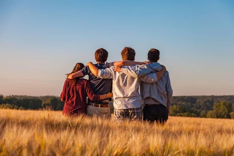 barátok a naplementében