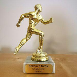 Ajándék futónak - arany színű szobor egyedi felirattal