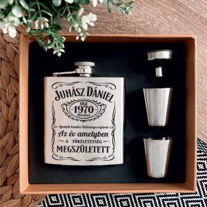 Jack Daniel's stílusú gravírozott flaska szett