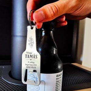 Egyedi feliratos, sörösüveg formájú sörnyitó